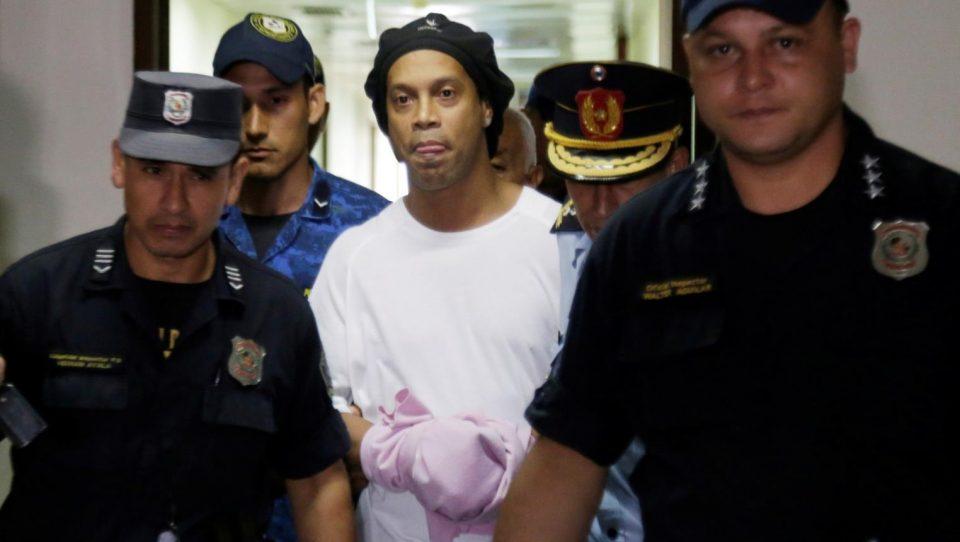 يوميات رونالدينيو بالسجن.. اشتباه بتورطه في غسل أموال